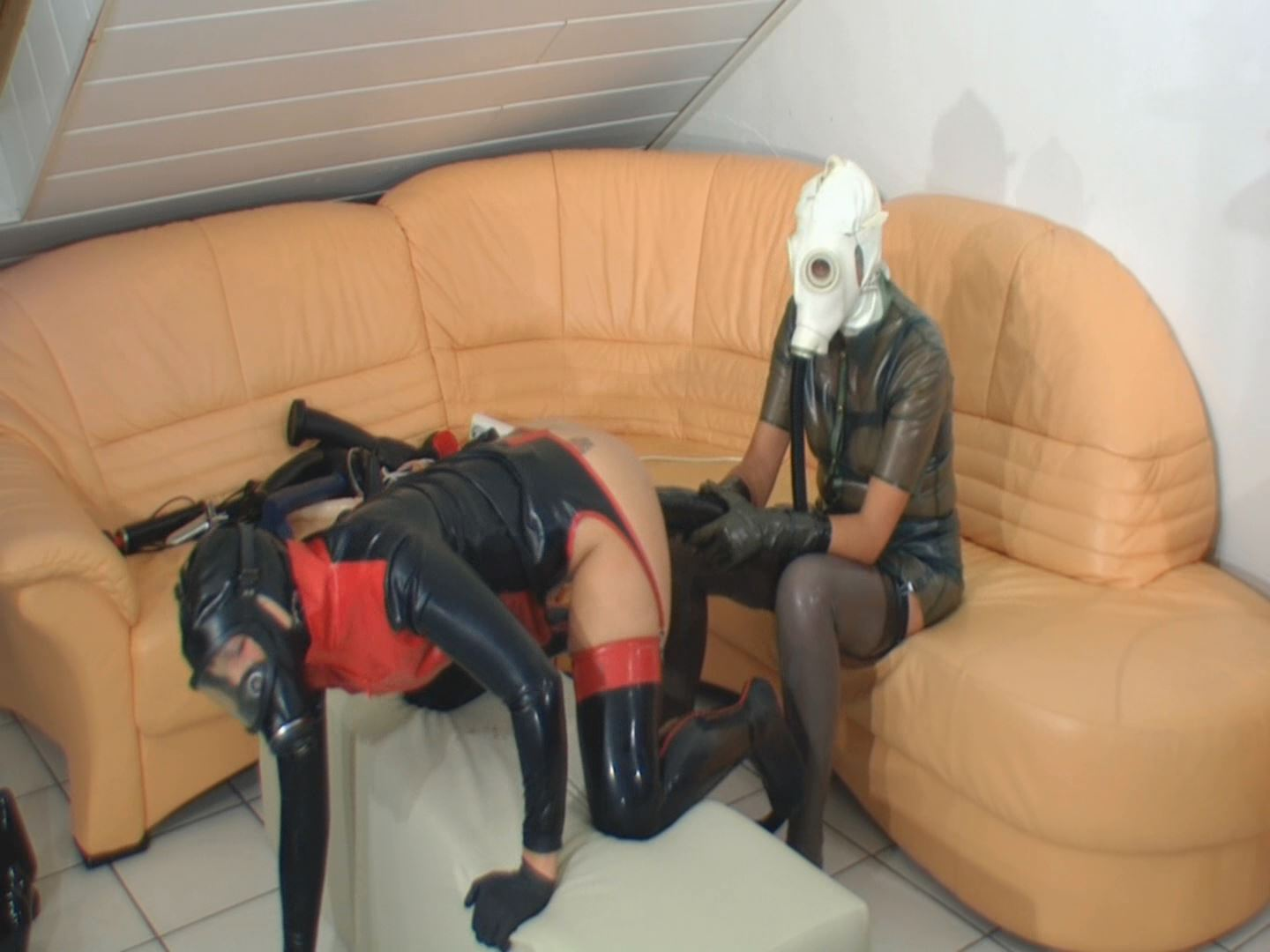 [SPEKULA] Horny gasmask [FULL HD][1080p][WMV]
