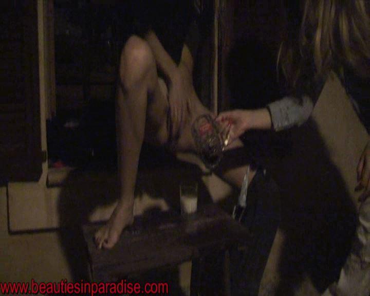 [PEEING-LADIES] Peeing Ladies Privat at the Evening [SD][576p][WMV]