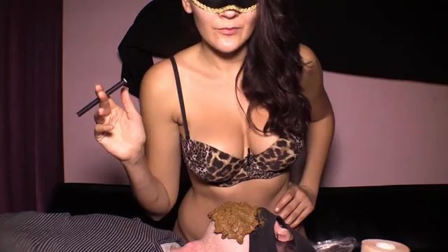[SCAT FEMDOM MEDLEY] Mistress Diana takes a dump in her slaves mouth [LQ][360p][MP4]