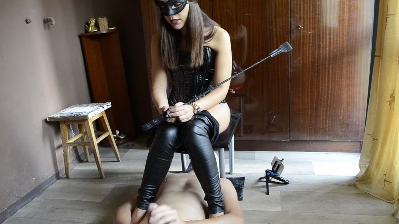 [SCAT FEMDOM MEDLEY] Mistress Anna shitting on the face of his slave [HD][720p][MP4]