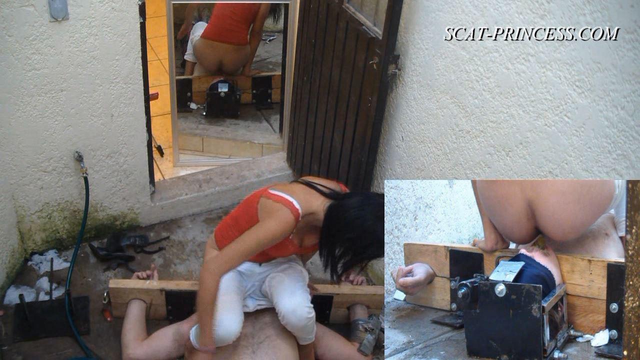 [SCAT-PRINCESS] Cruel Shitting Session in Patio Part 2 Karey [HD][720p][WMV]