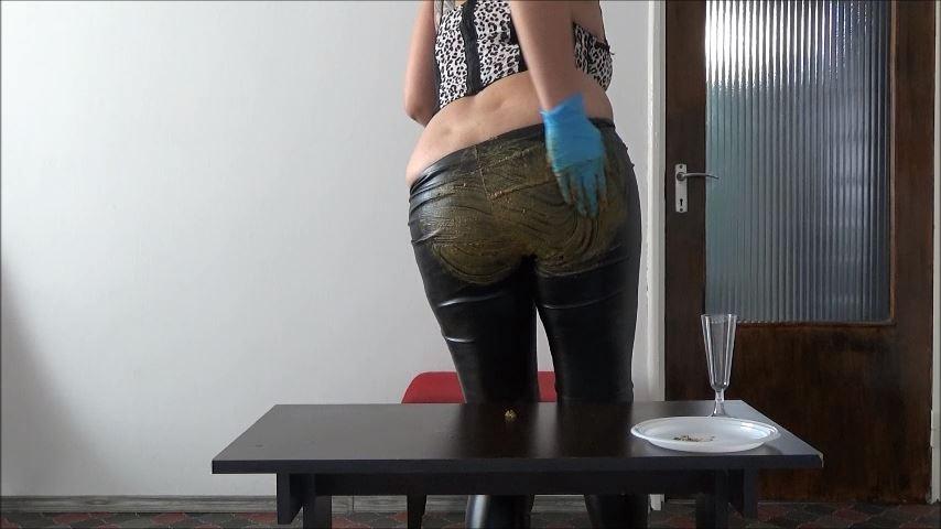 [MISTRESS ROBERTA]Glazed Leather Pants Pov [SD][480p][MP4]