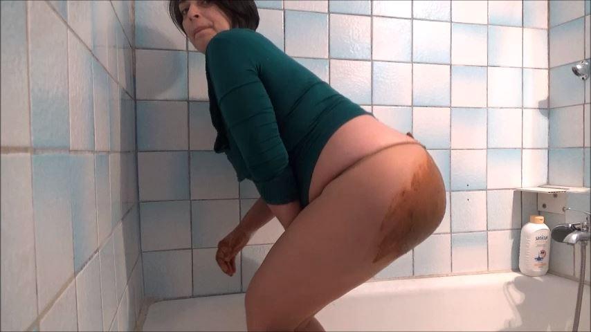 [MISTRESS ROBERTA]Pantyhose Poop Smearing Pov [SD][480p][MP4]