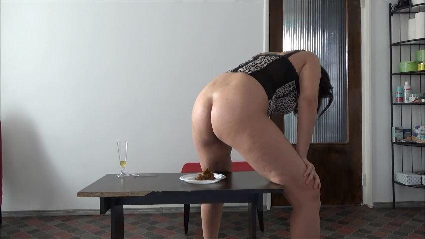 [MISTRESS ROBERTA]Creamy Delicious Poop Pov [SD][480p][MP4]
