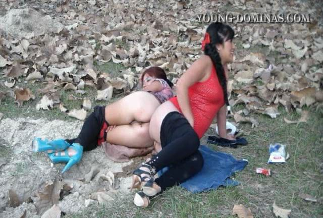 [YOUNG-DOMINAS] Two At Once Over The Toilet Slave [SD][432p][WMV]
